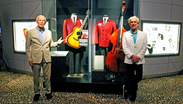 Smothers_Brothers_w_Exhibit
